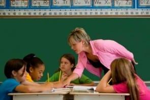 Docent kinderen klaslokaal