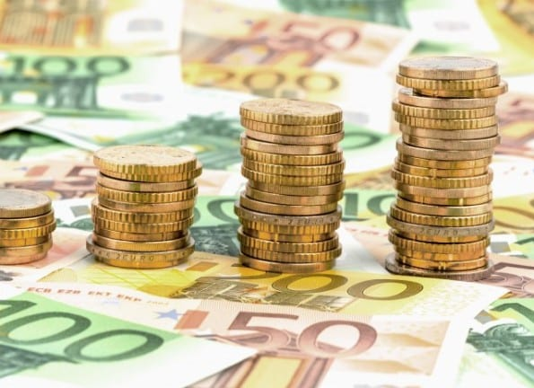 Stapel Geldmünzen, ansteigende Kurve